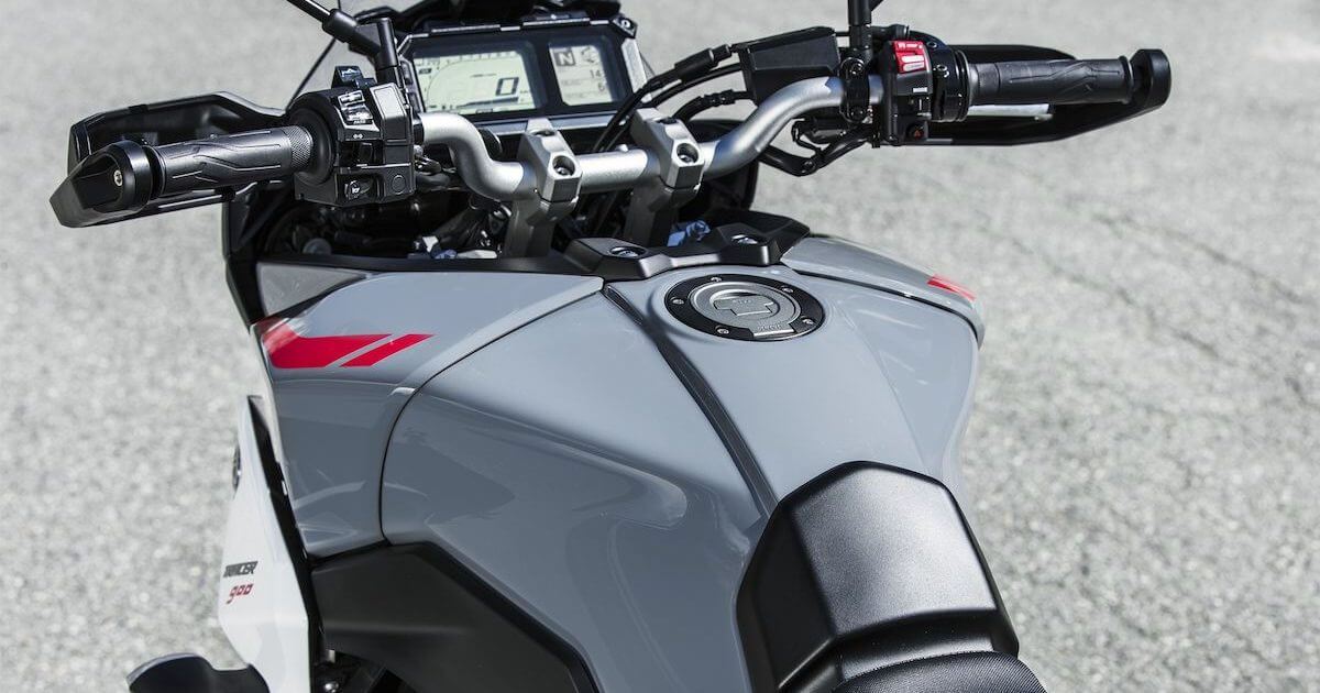 Ειδικά διαμορφωμένο ρεζερβουάρ καυσίμου μεγάλης αυτονομίας 18 λίτρων Yamaha Tracer 900 2018 2019