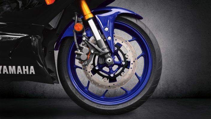 Πανίσχυρο σύστημα πέδησης με ABS Yamaha YZF R3