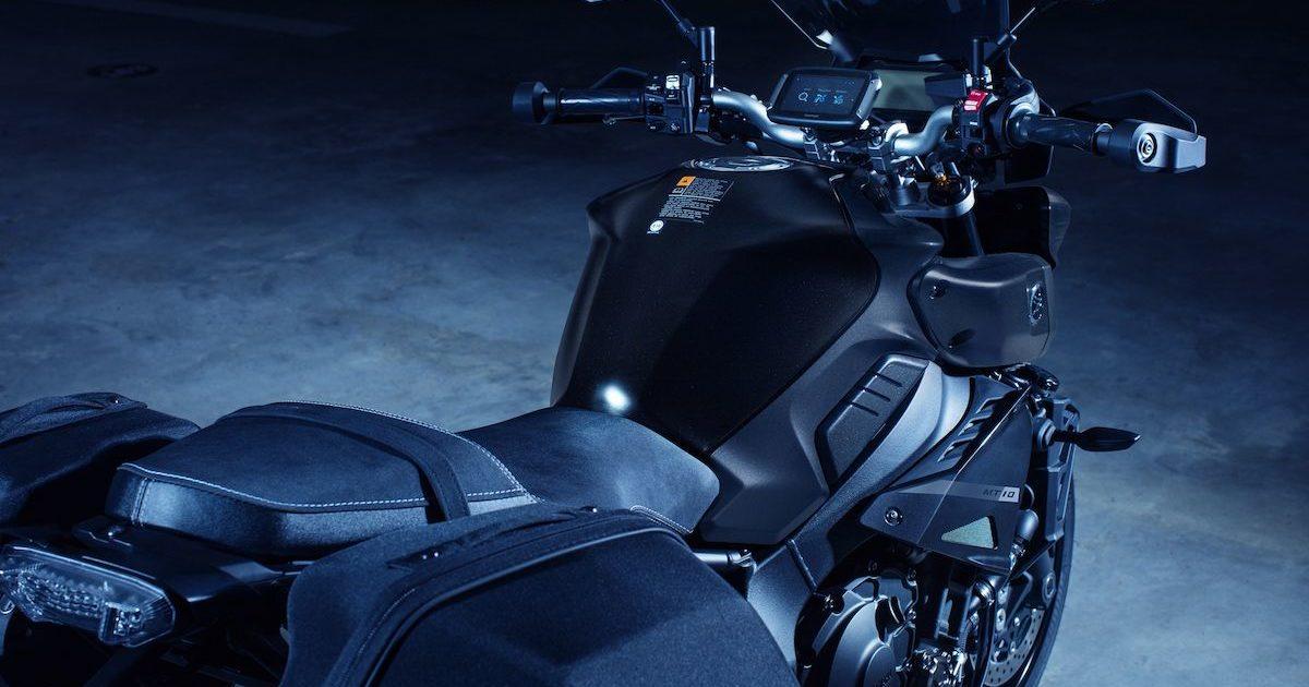 Πλαϊνή και πίσω όψη Yamaha MT-10 tourer
