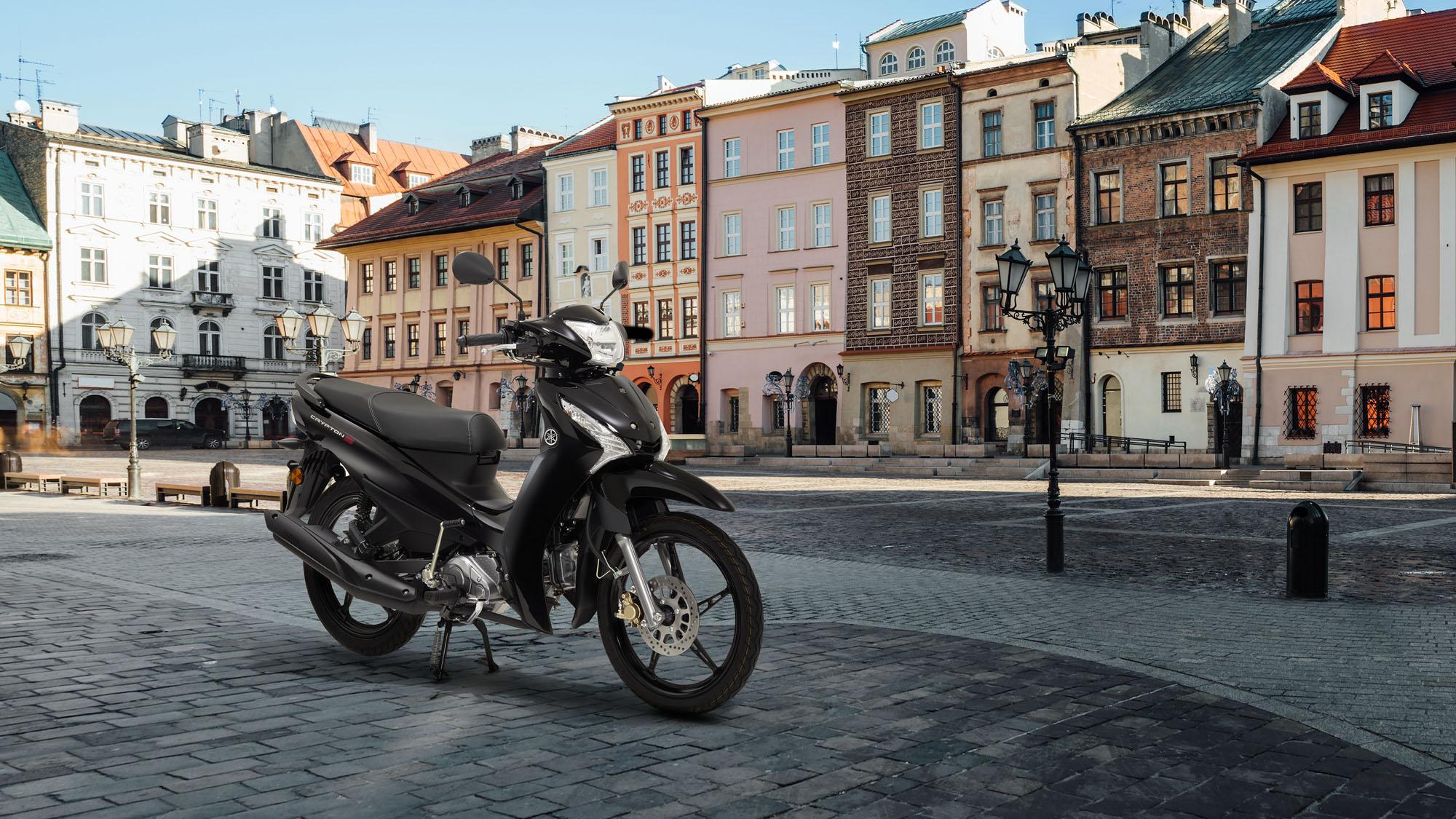 Φωτογράφιση Yamaha Crypton S 115 Μαύρο δεξιά πλευρά