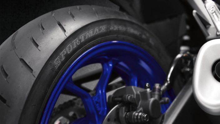 Χαμηλού βάρους τροχοί και ελαστικά supersport Yamaha YZF R3