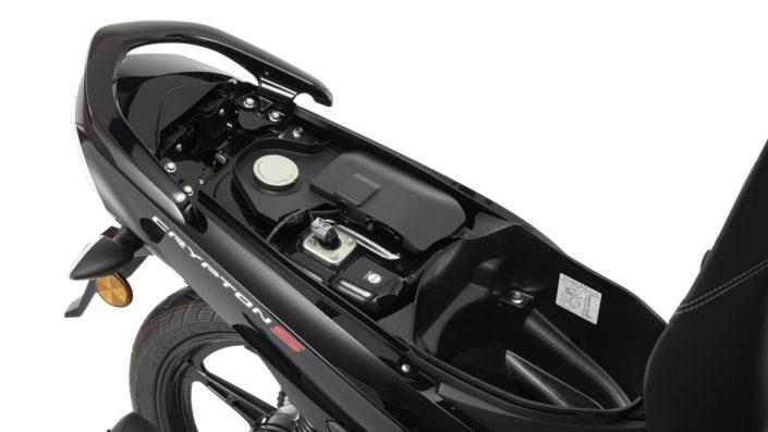 Χώρος κάτω απο την σέλα Yamaha Crypton S 115