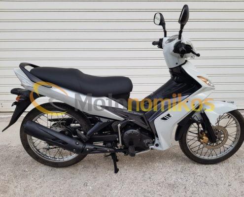 Μεταχειρισμένα Yamaha Crypton X 135 άσπρο δεξιά μεριά-min