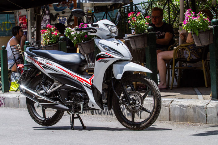 Honda Astrea Grand 110 2018 2019 χαμηλή τιμή ετοιμοπαράδοτο λευκό άσπρο μπροστινή μεριά φανάρι