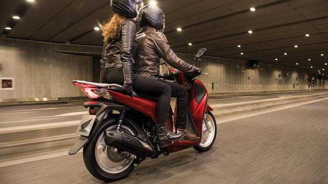 Honda SH 125 Mode 2018 2019 euro 4 πίσω δεξιά μεριά