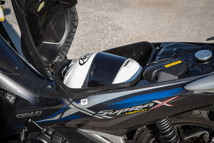 Honda Supra X 125 χώρος κάτω απο την σέλα για κράνος fullface