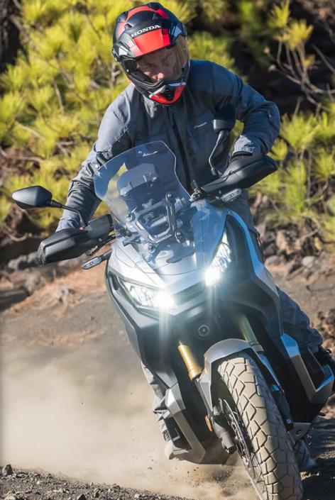 Honda X-ADV 750 2018 2019 στο βουνό μπροστινή μεριά