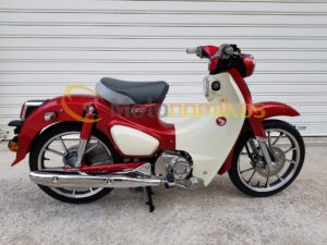 Honda super cub 125 κόκκινο δεξιά μεριά