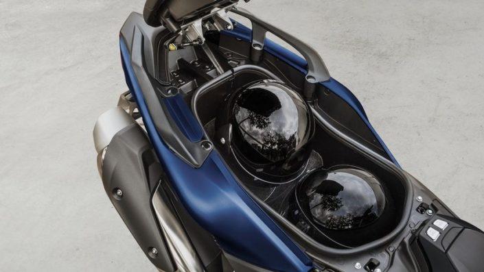 Yamaha TMAX SX SPORT EDITION 500 χώρος κάτω απο την σέλα χωράει κράνος