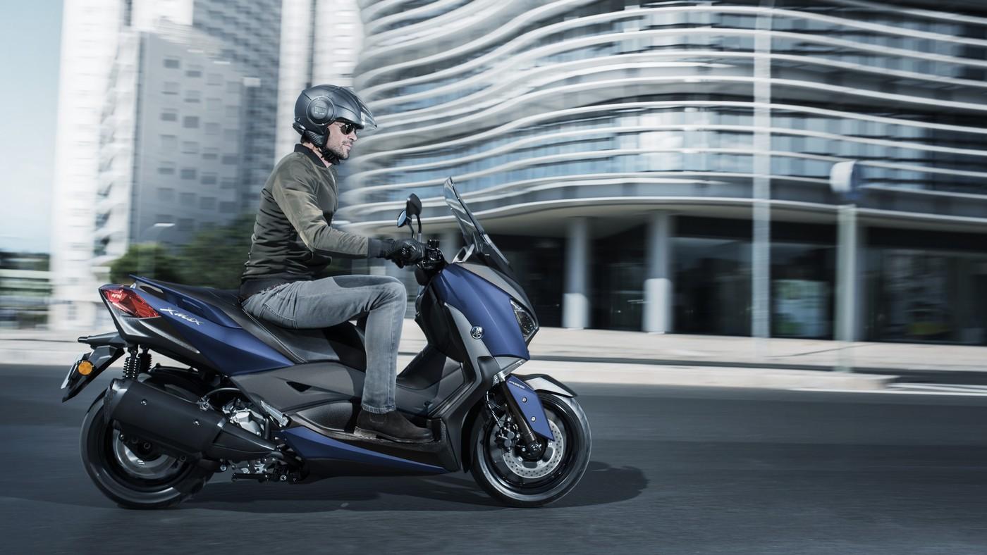 Yamaha XMAX 250 X-MAX μπλε δεξιά πλευρά