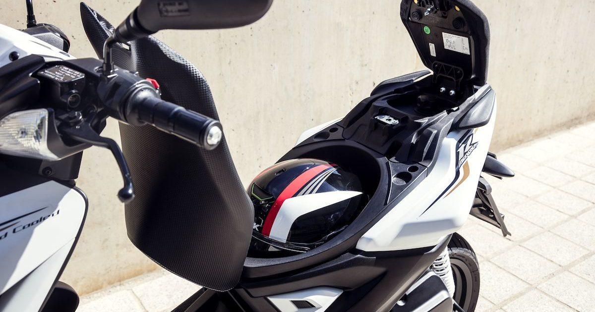Yamaha Aerox 4 50cc 4-χρονο χώρος κάτω απο την σέλα